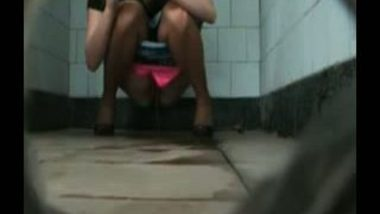 Girlfriend Pissing