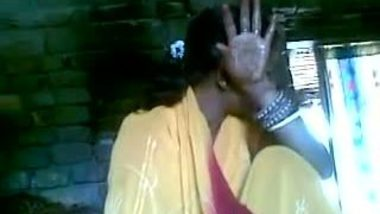 Indian sex clip of village bhabi who caught by neighbor