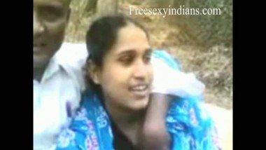 Desi sex scandal of bengali bhabhi outdoor romance