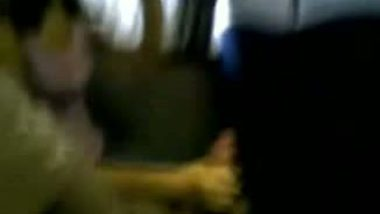 Cute Indian couple free porn blowjob in train