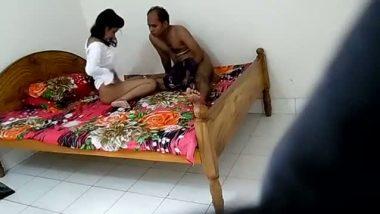 Desi escort girl making her first mms clip on demand