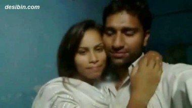 Lahore Couple Hot Smooching