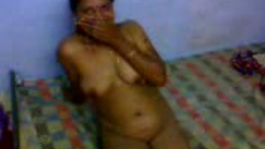 Bhabhi Flaunts Body