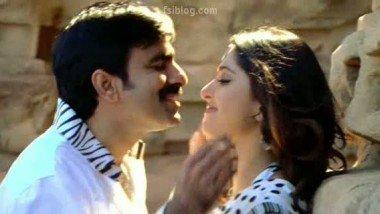 Exposure of Desi Actress in Hot Masala Song – FSIBlog.com