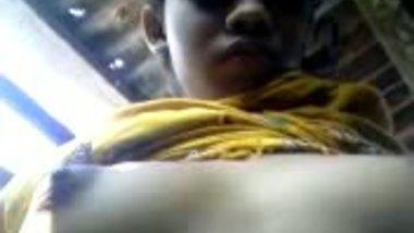 Desi village bhabhi exposing private parts indian porn