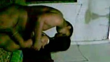 Desi Wife in Saree Get Fucked By Hubby Friend Scandal Mms