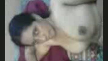 Fsiblog – Famous desi maneka bhabi again in new clip MMS