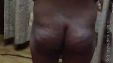Nice booty and bareback exposed on cam