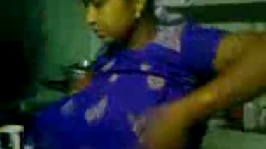 Bhabhi boobs captured after bathing