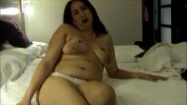 Abu Dhabi Mature BBW aunty exposed her busty figure on request