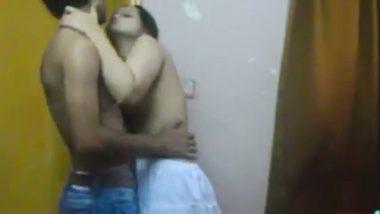 Mumbai latest hidden cam sex mms of desi bhabhi romance with tenant