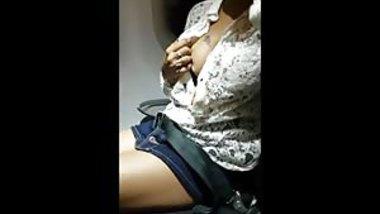 Indian Babe Masturbates On Flight