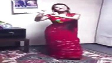Dance in Saree - NON NUDE