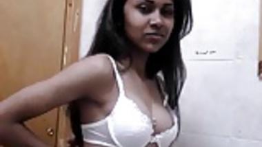 Mumbai College Babe Tanushree Teasing