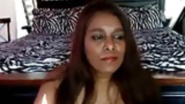 Indian lady (NRI)