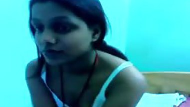 Extremely hot bhabi strips and shows her assets