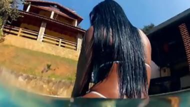 Curvy Brazilian babe loves oral sex