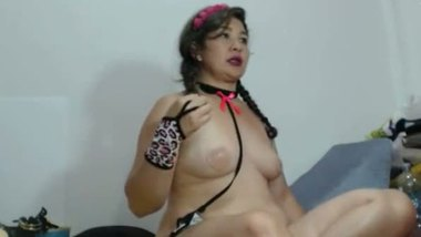 Desi sexy aunty masturbating on the cam