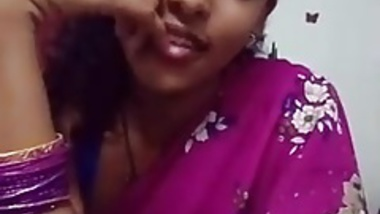 cute girl in saree doing sefles.mp4