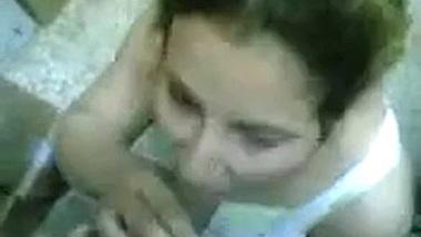 Iraqi wife at the workshop