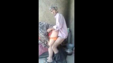 Mature Sex Of Skinny Old Man and Busty Aunty