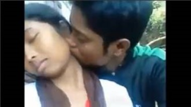 Sexy Bihar School Girl's Blowjob In Open