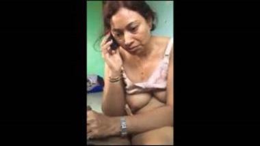 Sexy Gujarati Aunty On Phone During Handjob