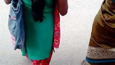 Tamil young girl hot view in busstop (hot closeup) part 2