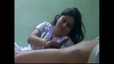 Desi Aunty Giving A Nice Blowjob